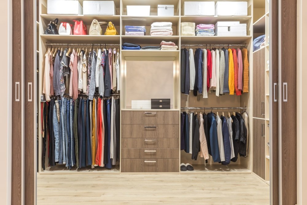 Organize Small Walk In Closet